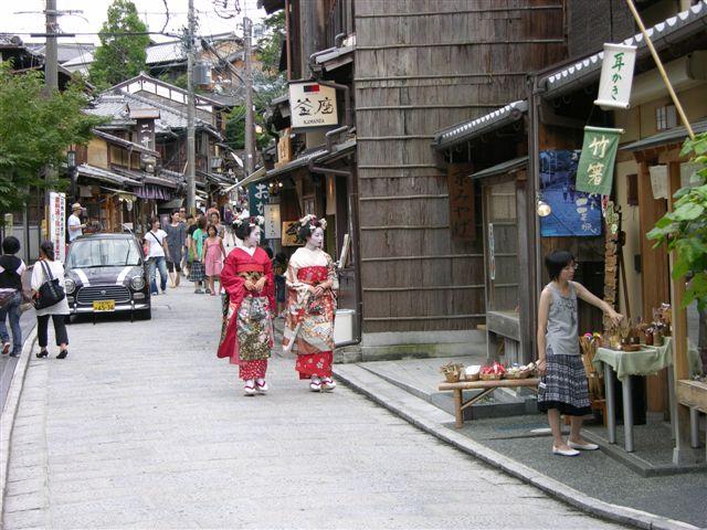 Gion geishas